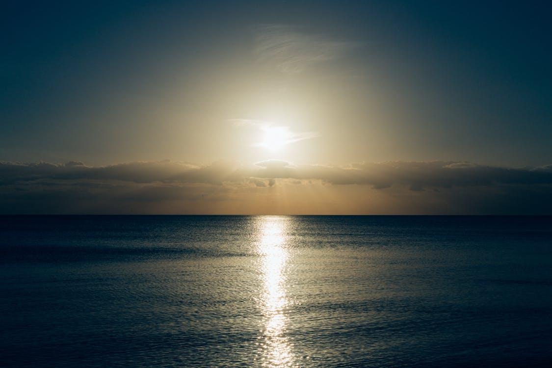 Dim ocean